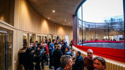 IN BEELD. 1.500 inwoners bezoeken de nieuwe De Roende