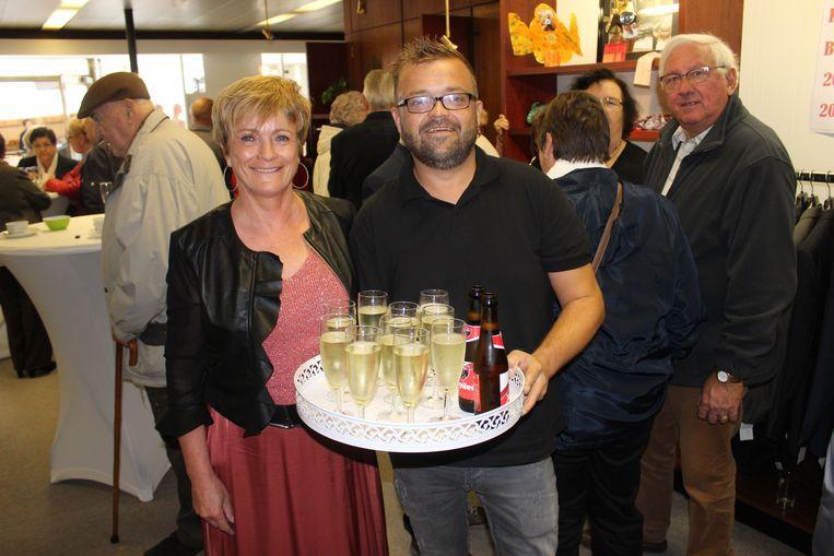 Mia en zoon Didier trakteerden op cava en bier.