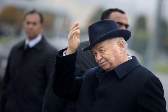 De Oezbeekse president Islam Karimov tijdens een bezoek van de Amerikaanse buitenlandminister John Kerry vorig jaar.