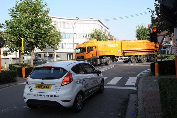 Er zijn tijdelijke verkeerslichten geplaatst op de Watertorenlaan en Van Dijcklaan.