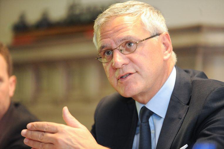 Bij werkgeversorganisaties en vakbonden valt te horen dat minister van Werk Kris Peeters (CD&V) na overleg met de sociale partners het plan heeft ingetrokken.
