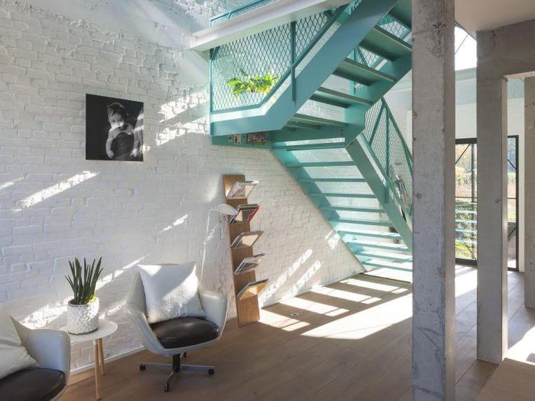 Het project 'The Doll House' is een totaalrenovatie van een jaren 50 woning.