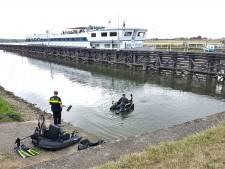 Arnhemse visser ziet auto onder water verdwijnen bij stuw in Doorwerth