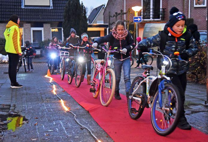 Kloosterzande; (Zeeuws) 09/12/2019. Fiets verlichtingsaktie op basisschool Het Getij. (tekst Edy de Witte)