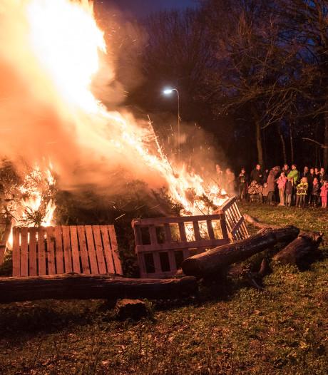 In Mook verbranden ze de kerstbomen nog gewoon