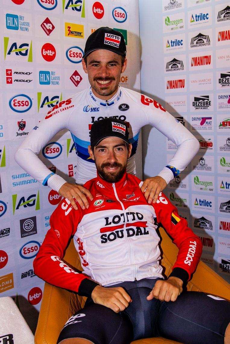 Victor Campenaerts, na Europees nu ook opnieuw Belgisch kampioen. Op de achtergrond: zilveren medaille Thomas De Gendt. Eén en twee voor Lotto-Soudal dus.