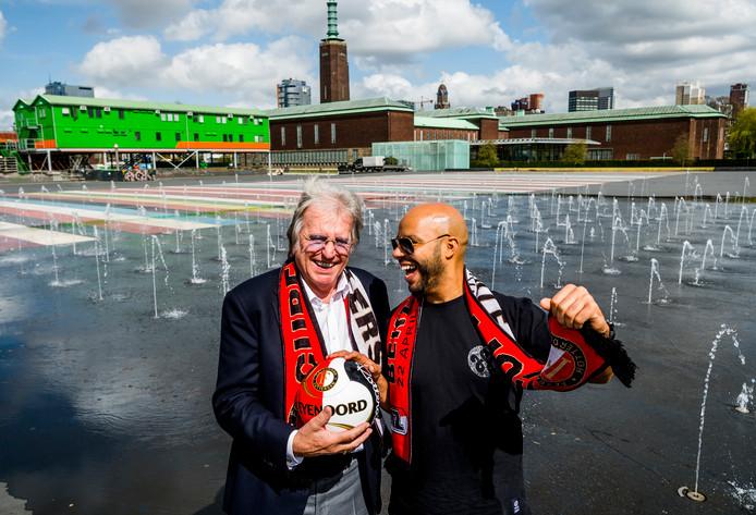 Zanger Lee Towers (links) en ondernemer/mede-organisator Aziz Yagoub zijn al in de stemming voor het voetbalfeest in het Museumpark.