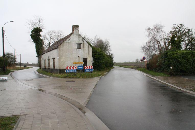 Het verkeer dat van links komt zal voorrang moeten verlenen aan dit kruispunt van de Burgweg met de Noordhoekstraat in Adinkerke.