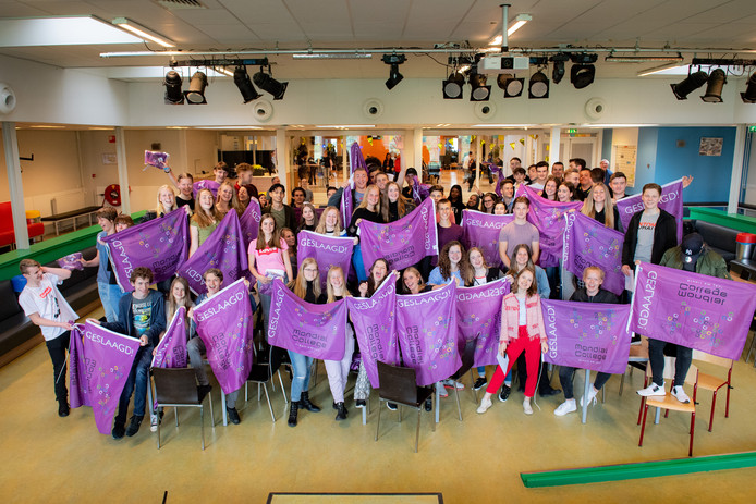 Nijmegen/Nederland: mondial college leuvensbroek, 5 HAVO geslaagdenDgfotofoto: Bert Beelen