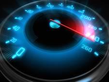 Snelheidsmaniak in gestolen auto loopt tegen de lamp in België