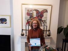 Seciel Arda uit Enschede krijgt Overijsselse vrijwilligersprijs