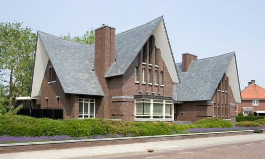 Het architectonisch bijzondere huis van Stefan van de Ven aan de Stationstraat in Veghel is getekend door Leenders.
