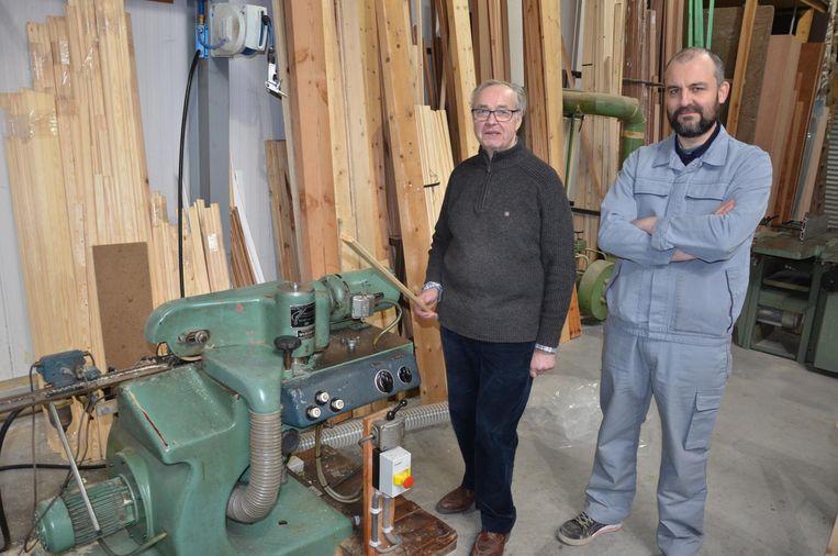 Dankzij Andy Nimmegeers kan René Baert terug aan het werk met de machine waarmee hij al 50 jaar rolluiken maakt.