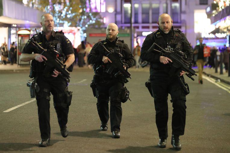 De gewapende politie werd vanavond massaal ingezet na een incident aan Oxford Circus.