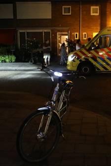 Vrouw op fiets aangereden in Waalwijk; automobilist rijdt door