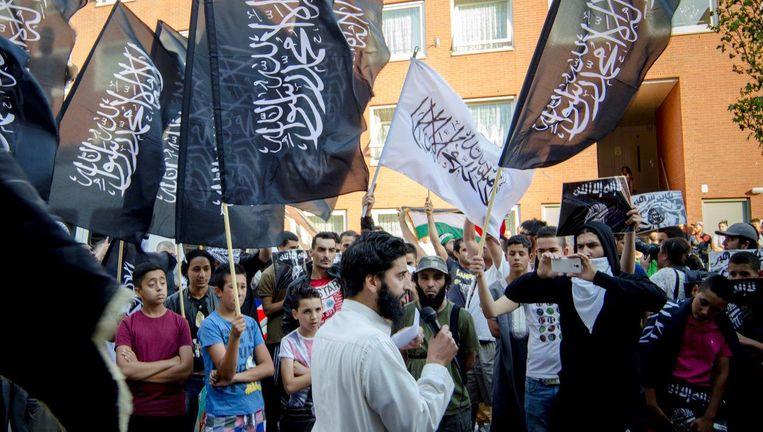 Abou Moussa aan het woord op een demonstratie in de Haagse Schilderswijk, juli vorig jaar. Beeld .