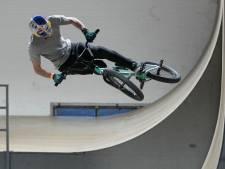 Met je fiets tegen de muur omhoog op NK BMX in Eindhoven