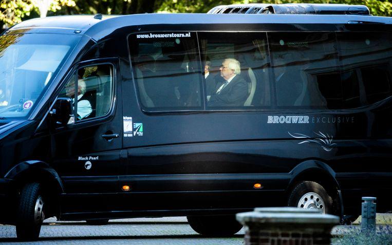 De 'supercommissarissen' van het AEX-beraad arriveren op het Catshuis voor een ontmoeting met premier Mark Rutte.  Beeld Foto Freek van den Bergh