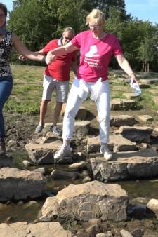 Burgemeester van Bronckhorst neemt inwoners mee op wandeling: 'Praten over wat hen bezighoudt'