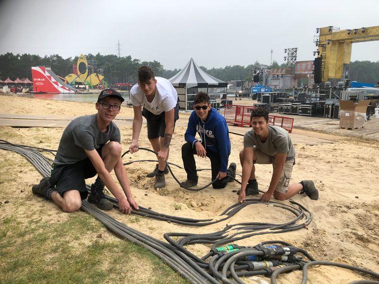 Birgen Cornelis, Joran Staes, Jens Opdebeeck en Alek Swaegers zorgen voor de elektriciteitsvoorzieningen op het Sunrise Festival.