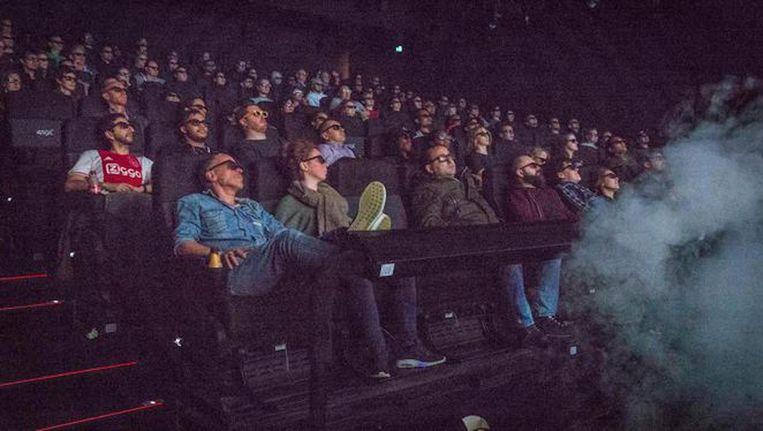 Publiek in Pathé de Munt tijdens een vertoning van Star Wars The Last Jedi. Beeld Dingena Mol