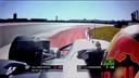 Max Verstappen haalt Räikkönen in maar komt daarbij minimaal over de lijn.
