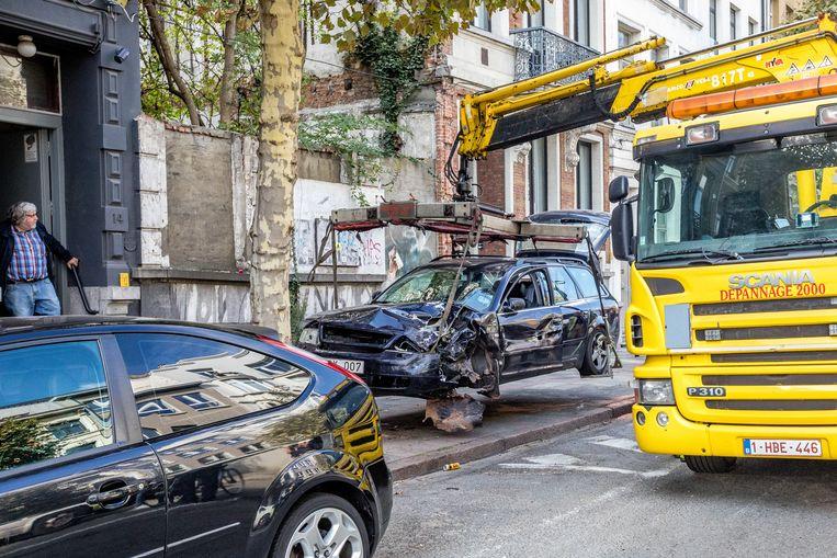 De gestolen wagen reed met hoge snelheid door de drukke Nationalestraat en werd daar opgemerkt door politieagenten die de achtervolging inzetten.