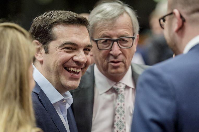 Voormalig minister-president Alexis Tsipras (L) van Griekenland en voorzitter van de Europese Commissie Jean-Claude Juncker. Beeld anp