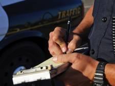14 bekeuringen in Hulst voor gebruik telefoon achter het stuur