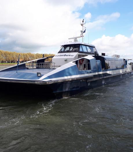 Meer geld voor Waterbus, minder eisen voor nieuwe vervoerder