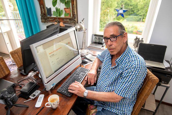 Jaap Duijn uit Arnhem zag 1.400 euro van zijn rekening verdwijnen. Hij is een kruistocht tegen de QR-code begonnen.