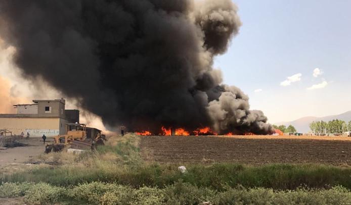In een vluchtelingenkamp in Libanon is brand uitgebroken. Tot nu toe zijn er drie doden geborgen.