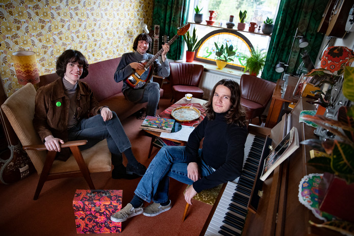 De band Mooon: v.l.n.r. Gijs de Jong, Tom de Jong en Timo van Lierop.