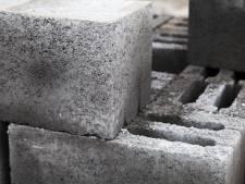 Frans op den Bult plaatst betonblokken voor vrachtwagen wanbetaler