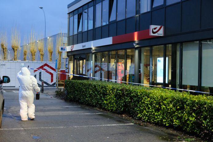 Het postkantoor van Zaventem na de plofkraak.
