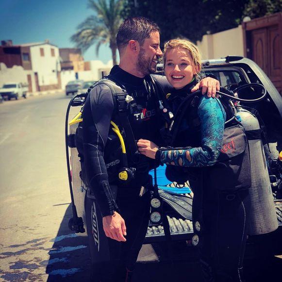 Zo maakten ze hun relatie in mei bekend: met een Instagram-foto van hun duikvakantie in Egypte.