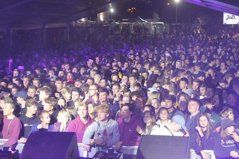 Sfeerbeeldje van de laatste Jospop-editie tijdens het optreden van de Brusselse hip hop-groep Stikstof.