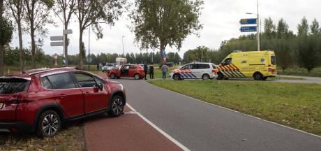 Auto over de kop bij botsing in Oudheusden, vrouw naar ziekenhuis