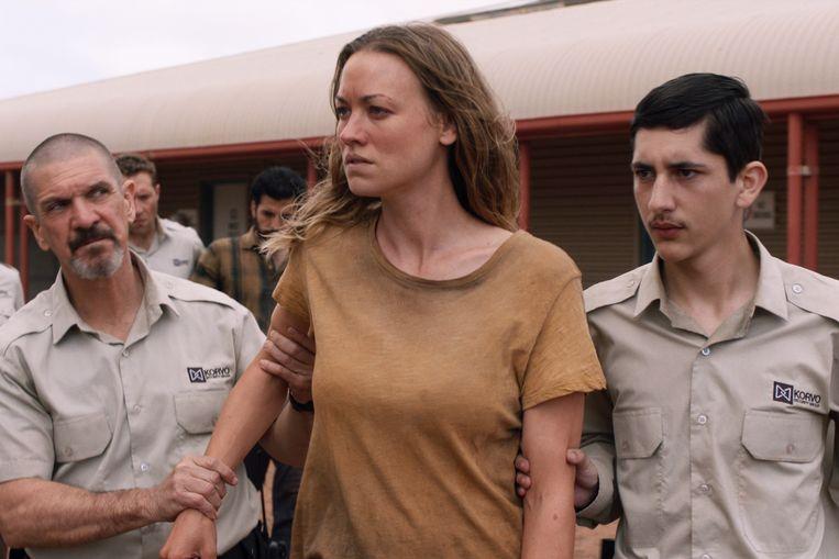 Yvonne Strahovski als Sofie, in de miniserie Stateless. Beeld Netflix