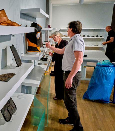 Dordrechts Museum heropent met leerexpositie: van wapenuitrusting tot liefdespantoffels