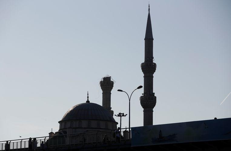 Een minaret raakte beschadigd.
