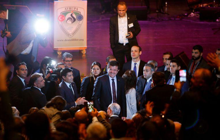 De Turkse minister van economische zaken Nihat Zeybekci afgelopen maart op een bijeenkomst over het Turkse referendum in het Duitse Leverkusen. Zeybekci is deze week niet welkom in Oostenrijk om de mislukte coup van vorig jaar te herdenken. Beeld AFP