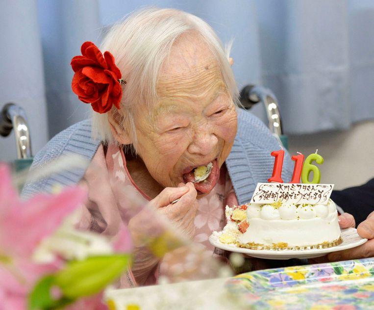 Oudste Vrouw Ter Wereld Viert 116de Verjaardag Met Sushi En Taart