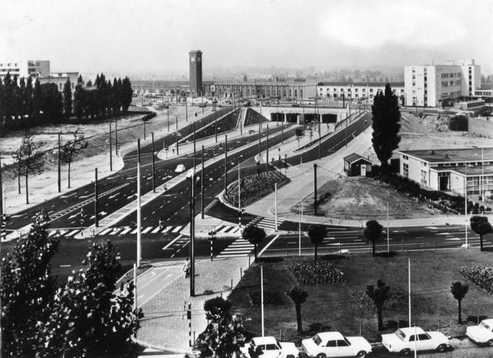 De tunnelweg en omgeving in 1966.