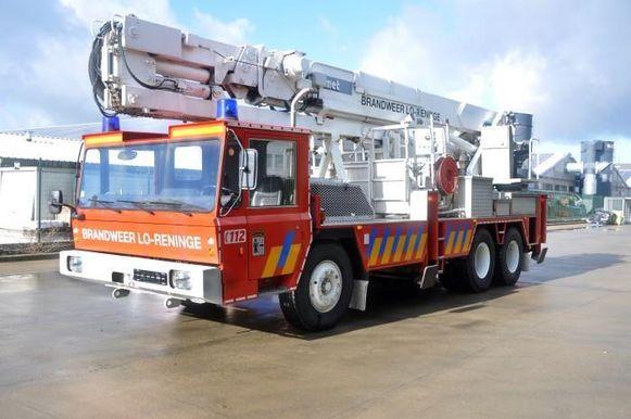 Ook een elevator van de brandweerpost Lo-Reninge staat te koop. Openingsbod 600 euro.