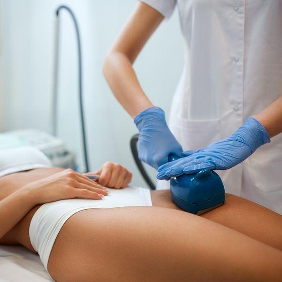 De ultrawave golfvormen stimuleren en verjongen de huid en onderliggende weefsels.