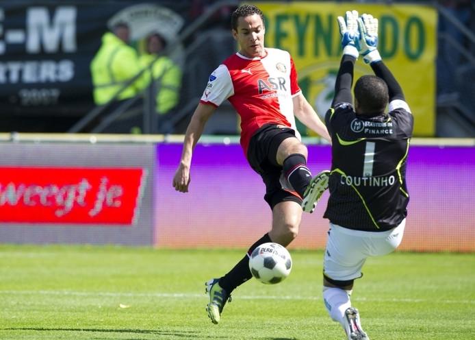 Feyenoorder Otman Bakkal stuit op ADO-doelman Gino Coutinho. foto ANP/Pro Shots