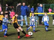 622 jeugdteams overspoelen voetbalparken tijdens Easter Open