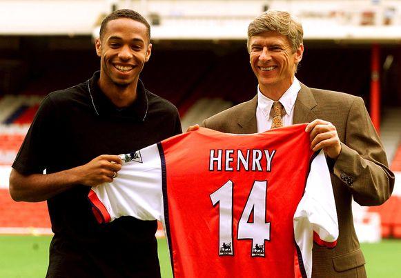 3 augustus 1999: Arsène Wenger stelt Thierry Henry voor op Highbury.
