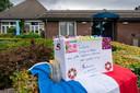 In Vinkel werd opgeroepen om met rood-wit-blauwe versieringen de geslaagden te laten weten dat het dorp trots op ze is.